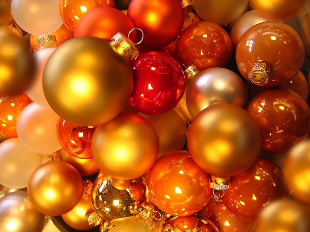 Glass balls for Christmas Tree to prevent mold growth